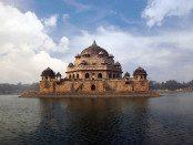 Sher_Shah_Suris_Tomb-Sasaram-1