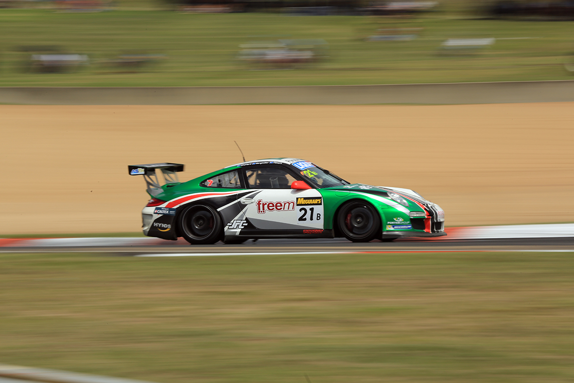 21B Porsche racing at the chase
